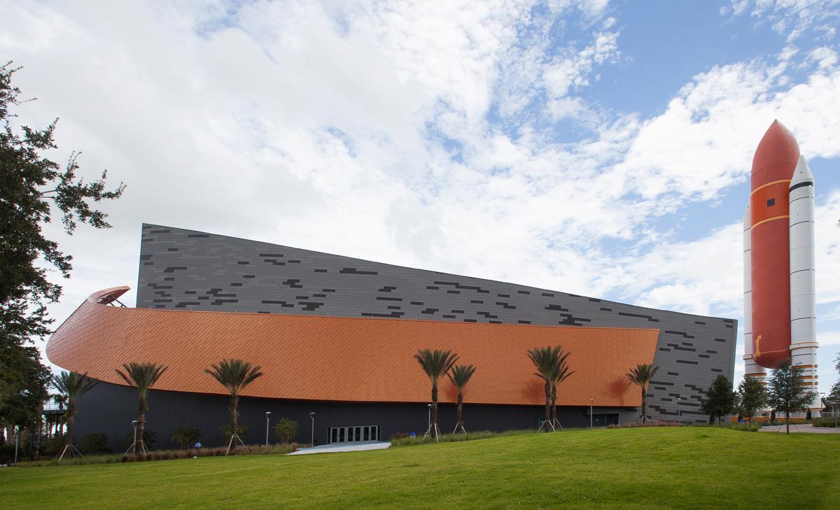 kennedy space center visitor complex nasa atlantis pgav architects valspar valflon alpolic acm lumiflon feve