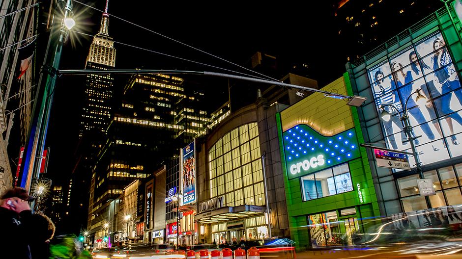 New York City, Crocs Flagship Store, TPG Architecture, ALPOLIC, Valspar Valflon Coating, Lumiflon FEVE Resin