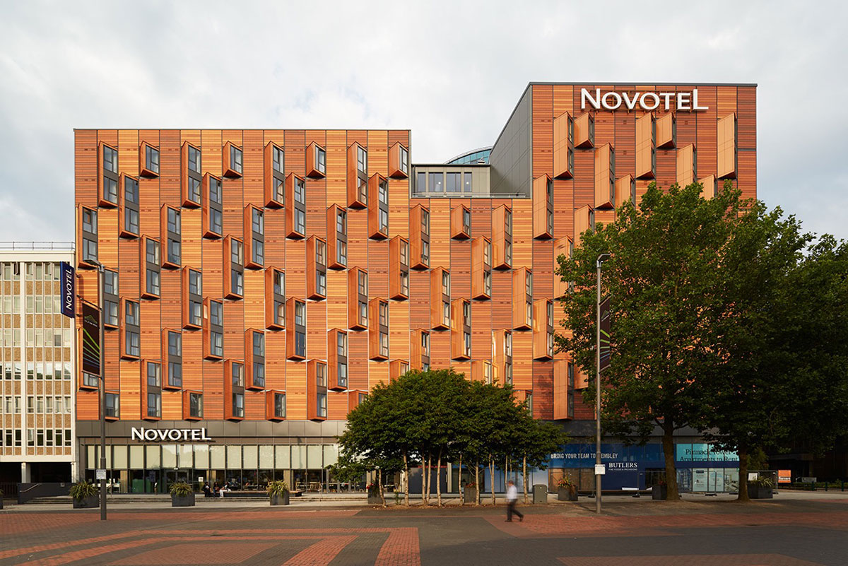 Novotel Hotel London HTA Design LLP Hunt Thompson Vision Modular Systems ALUCOBOND Spectra Cupral ACM Beckers BeckryFlon Lumiflon FEVE Resin