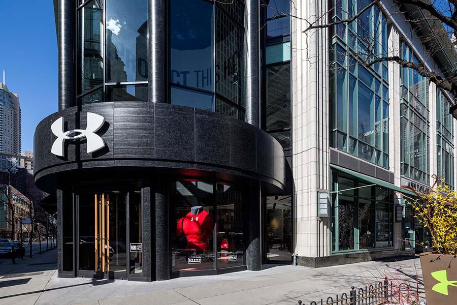 Under Armour, Chicago, Storefront, LUMIFLON Prefinished Aluminum Panels, MG McGrath, Pure Freeform, FRCH Design Worldwide, Photography MG McGrath